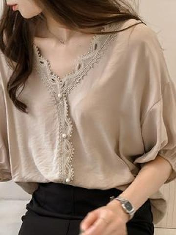 Elbow-Sleeve Lace Trim V-Neck Top / No-Show Socks