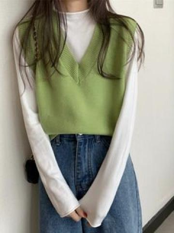 Mock-Turtleneck Kit Top / V-Neck Knit Vest